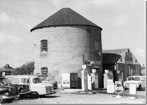 AM17A - 1972 Garage at the Mill